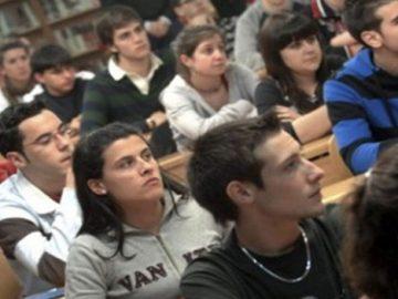 Estudiantes de Educación Superior en una sala de clases
